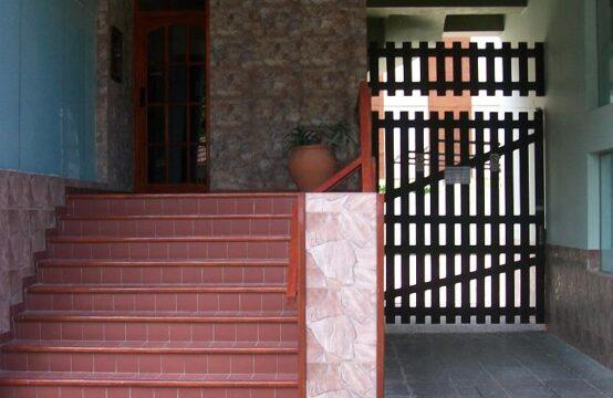 DEPARTAMENTO DE 3 AMBIENTES EN PLENO CENTRO CON BALCON A LA CALLE Y GAS NATURAL