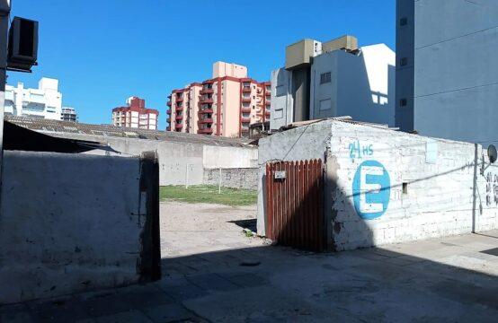 IMPORTANTE LOTE DE TERRENO DE 20X30 A METROS DEL MAR!!! IDEAL INVERSOR Y CONSTRUCTOR!!
